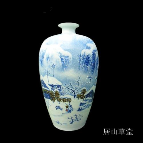 青花瓷瓶雪景