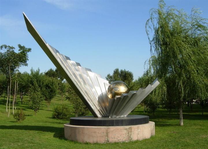 不锈钢雕塑25