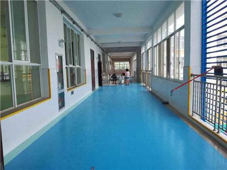西安运动塑胶地坪地板清洁与保养